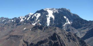 El glaciar del Hombre Cojo en el cerro Tolosa, visto desde el cerro Santa Elena.