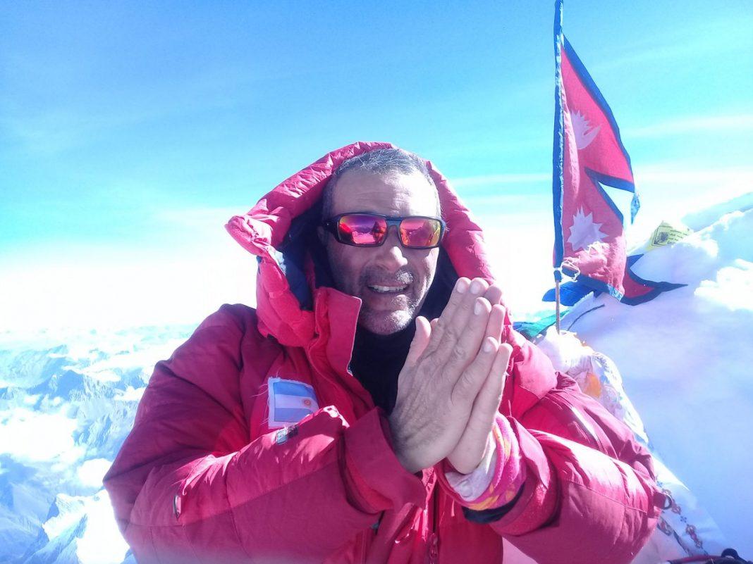 25 de septiembre de 2017, 00:30 hs. Gabriel Guillar llega a los 8.162 metros del Manaslu.