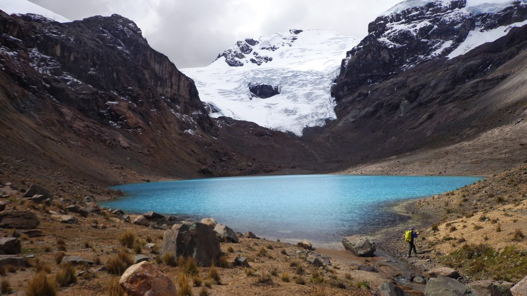 El nevado Huayllaco visto desde la laguna Verdecocha (4.650 m).