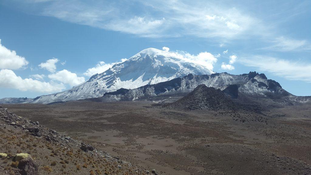 Volcán Sajama (6542 m) visto desde el ascenso al Huisalla (5031 m) abriendo nueva ruta.