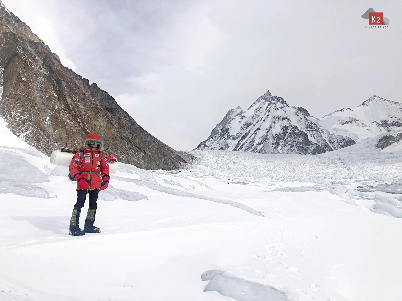 Alex Txikon supone menos viento en la cara Este del K2.