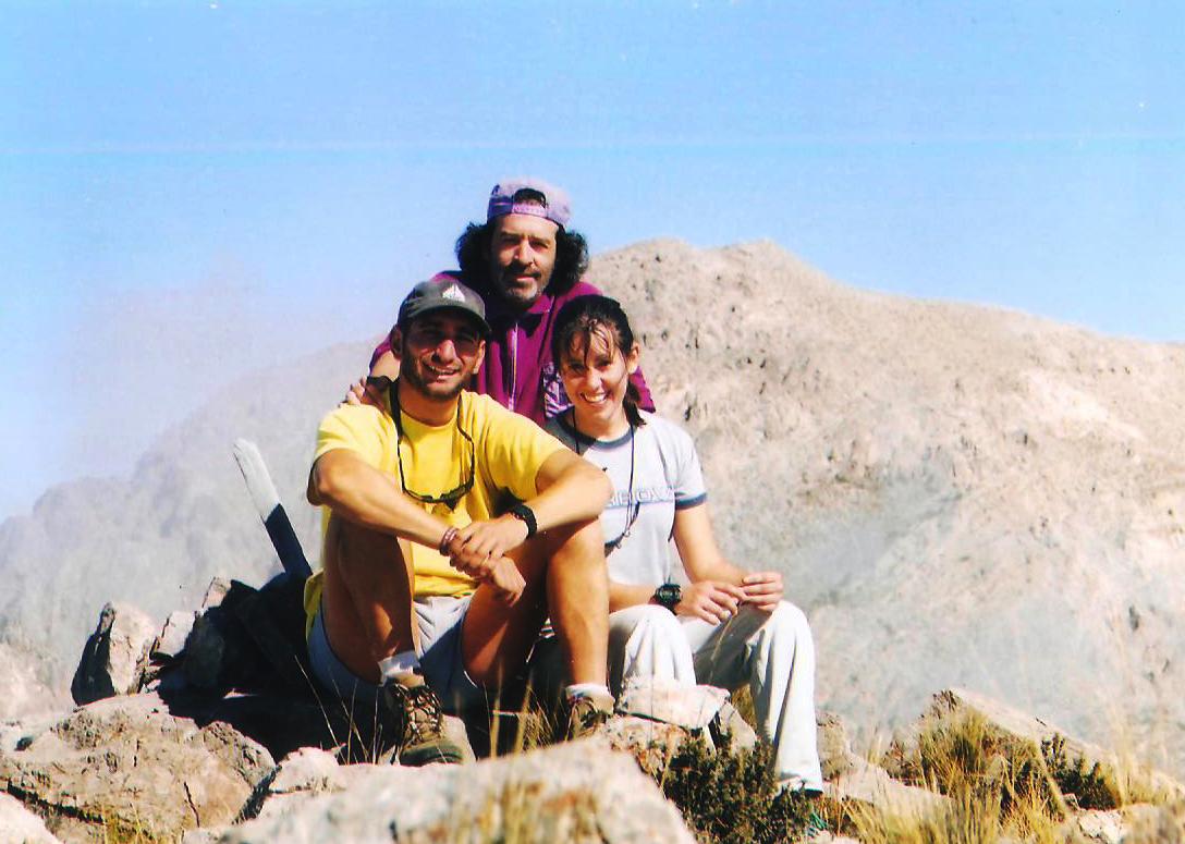 Nancy Silvestrini, Lito Sánchez y Ulises Corvalán el 11 de abril de 1999 en el cerro Pelado, Precordillera de Mendoza. (Foto: Lito Sánchez)