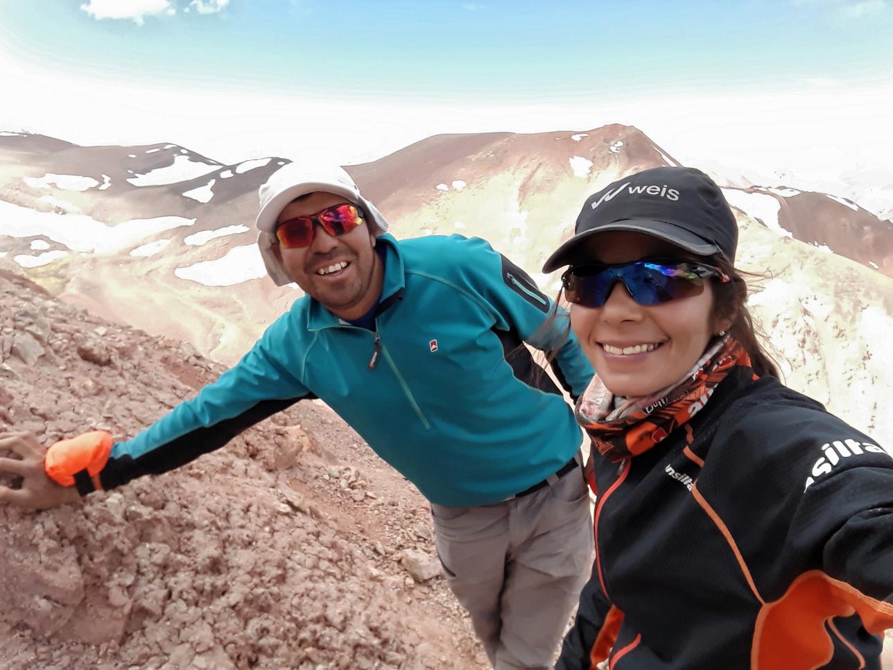 Sonia junto al guía Nazareno Basualdo, quien la asistirá en el desafío Aconcagua.