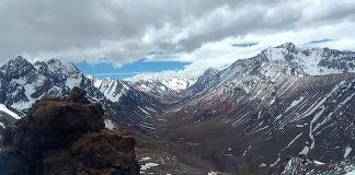 El objetivo de la exploración en la cordillera cumplido: Vista de la quebrada de Matienzo desde la cumbre del pico ARA San Juan.