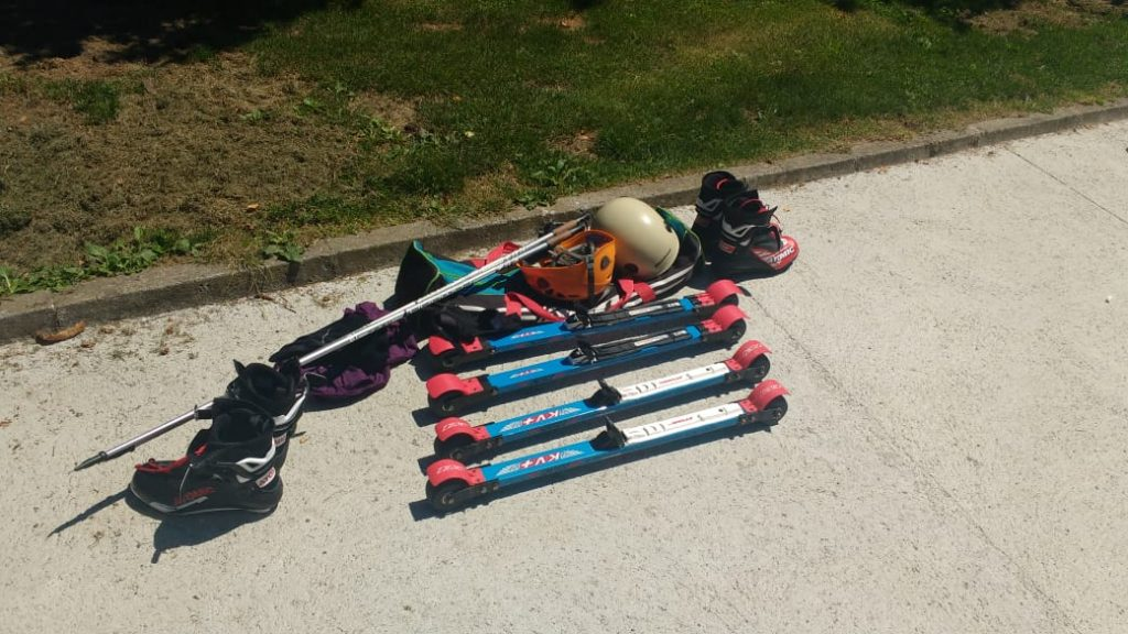 El equipo necesario para la práctica de Rollerski.