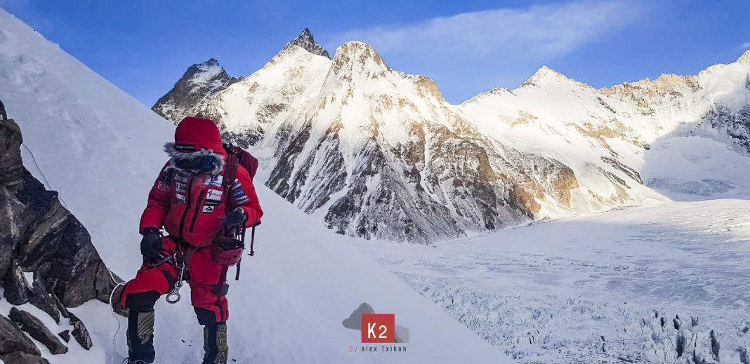 Alex Txikón en el K2 invernal.