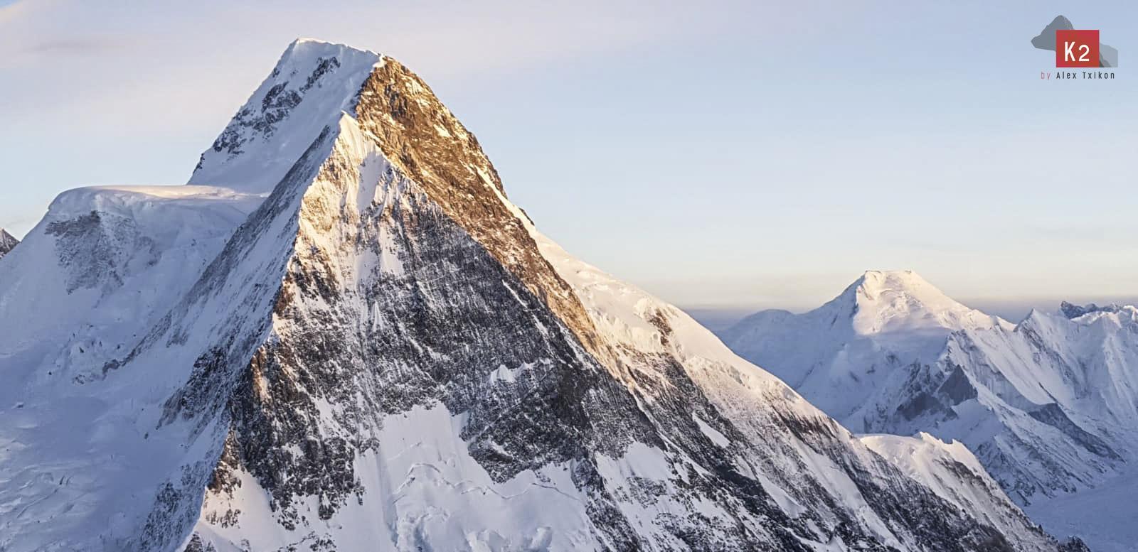 El último equipo en intentar el K2 invernal ha decidido bajar.