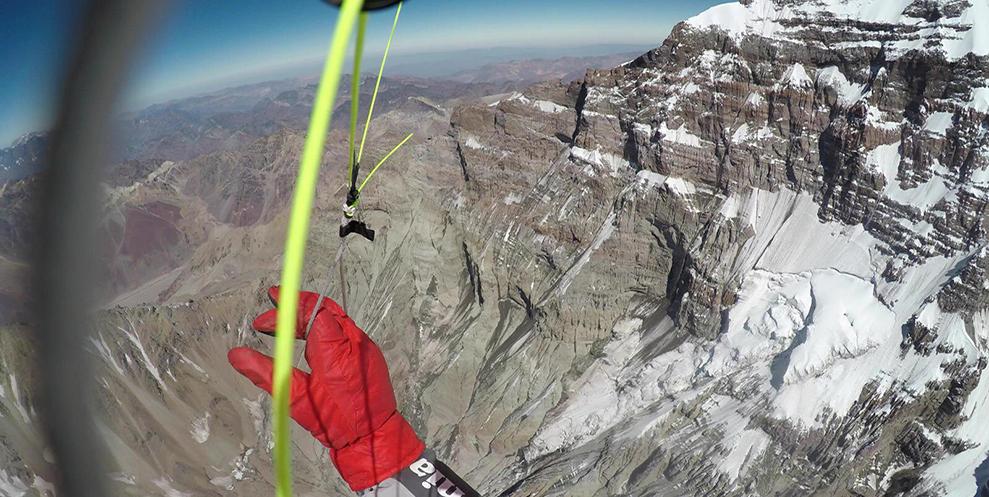 La pared Sur de Aconcagua, impresionante desde el parapentes.