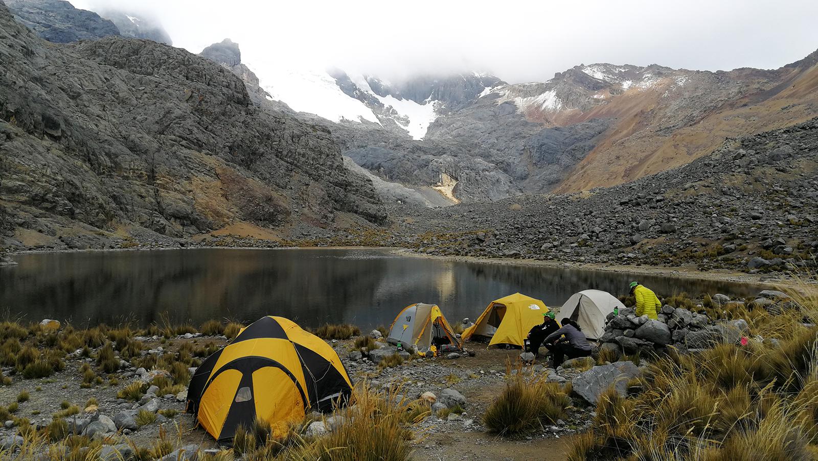 """El campo base desde donde """"atacar"""" la cumbre del Nevado Paccha."""
