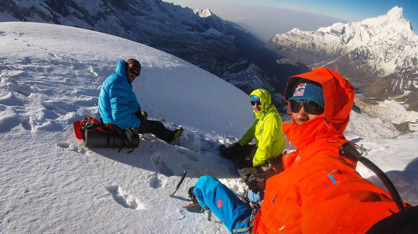 Los austríacos David Lama (28) y Hansjörg Auer (35), y el estadounidense Jess Roskelley (36). Ph The North Face.