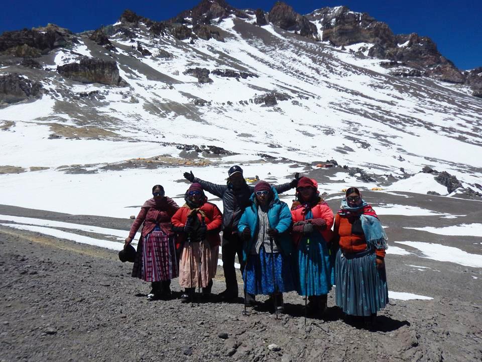 El protagonista del rescate nocturno en Aconcagua fue uno de los guías de las Cholitas Escaladoras.