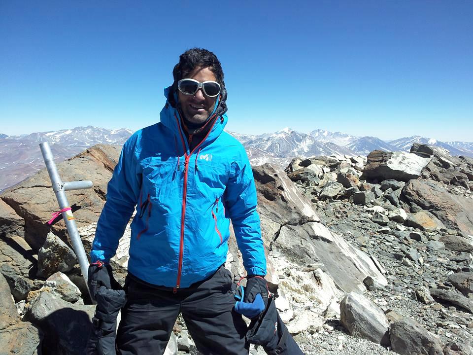 Niko Agüero trabaja como guía de montaña y como porter independiente.
