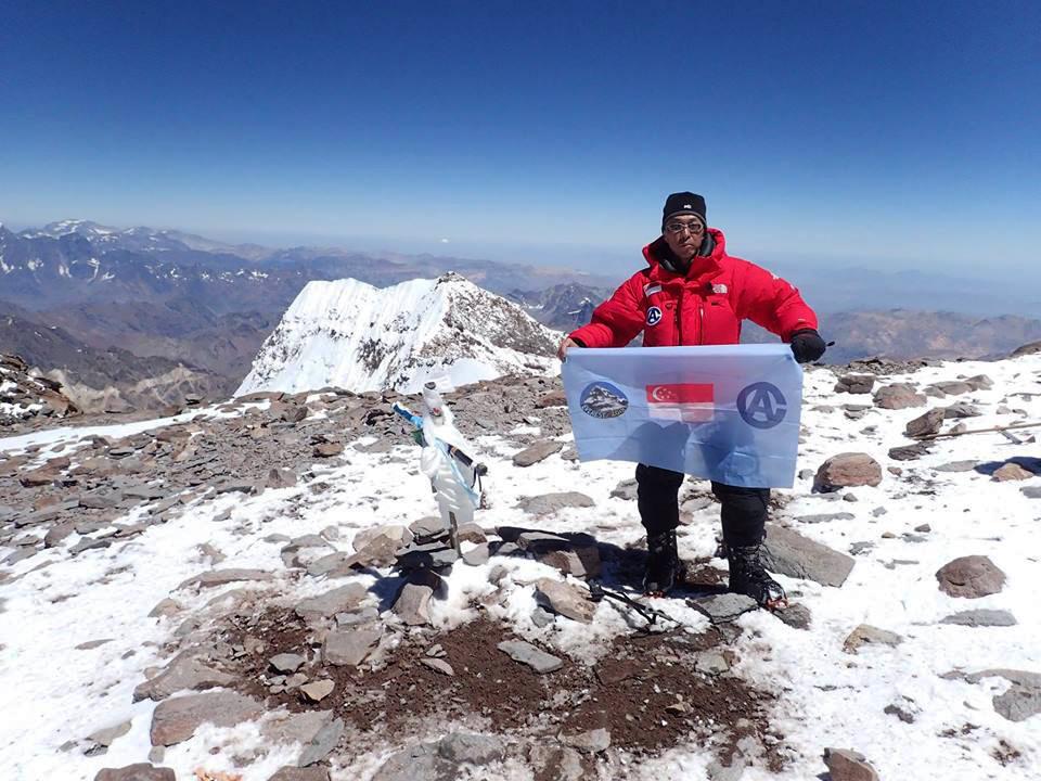 Wui Kin Chin en la cima de Aconcagua el 19 de febrero de 2017. Una de sus Seven Summits.