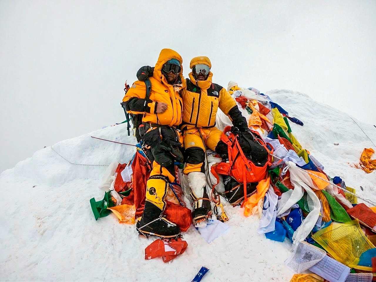 Dos amigos. Juan Pablo Mohr y Moeses Fiamoncini en la cima mayor del planeta.