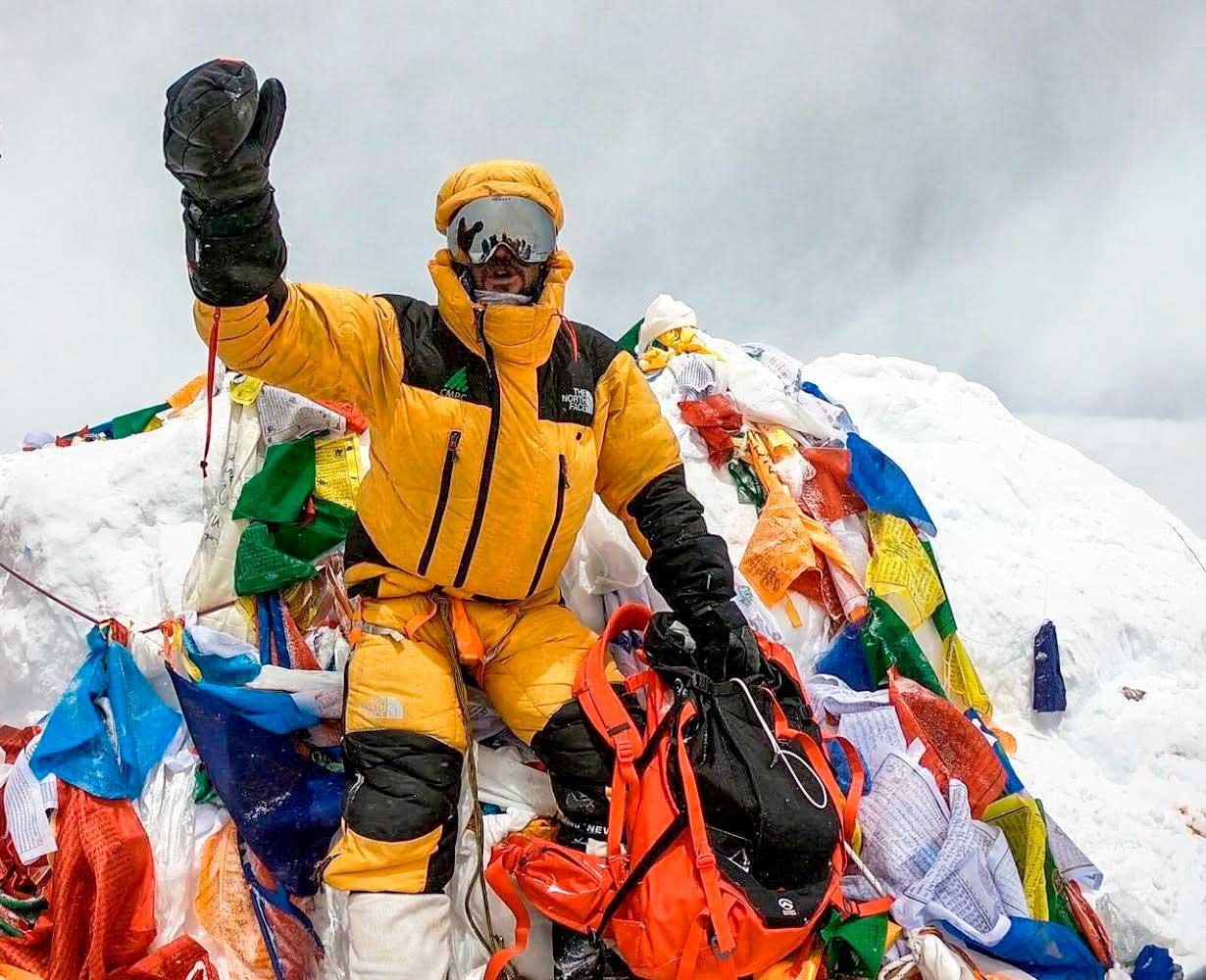 Juan Pablo Mohr entra en la historia. Cumbre en Everest sin oxígeno artificial ni sherpas.