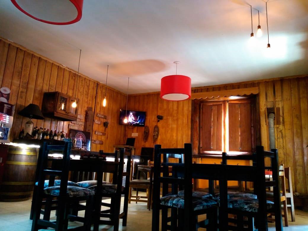Bar de montaña en villa Las Cuevas. Lodge Portezuelo del Viento.