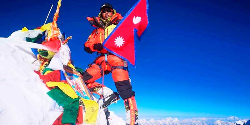 Mingma Dorchi Sherpa en la cima del Lhotse (Ph Mingma Sherpa).