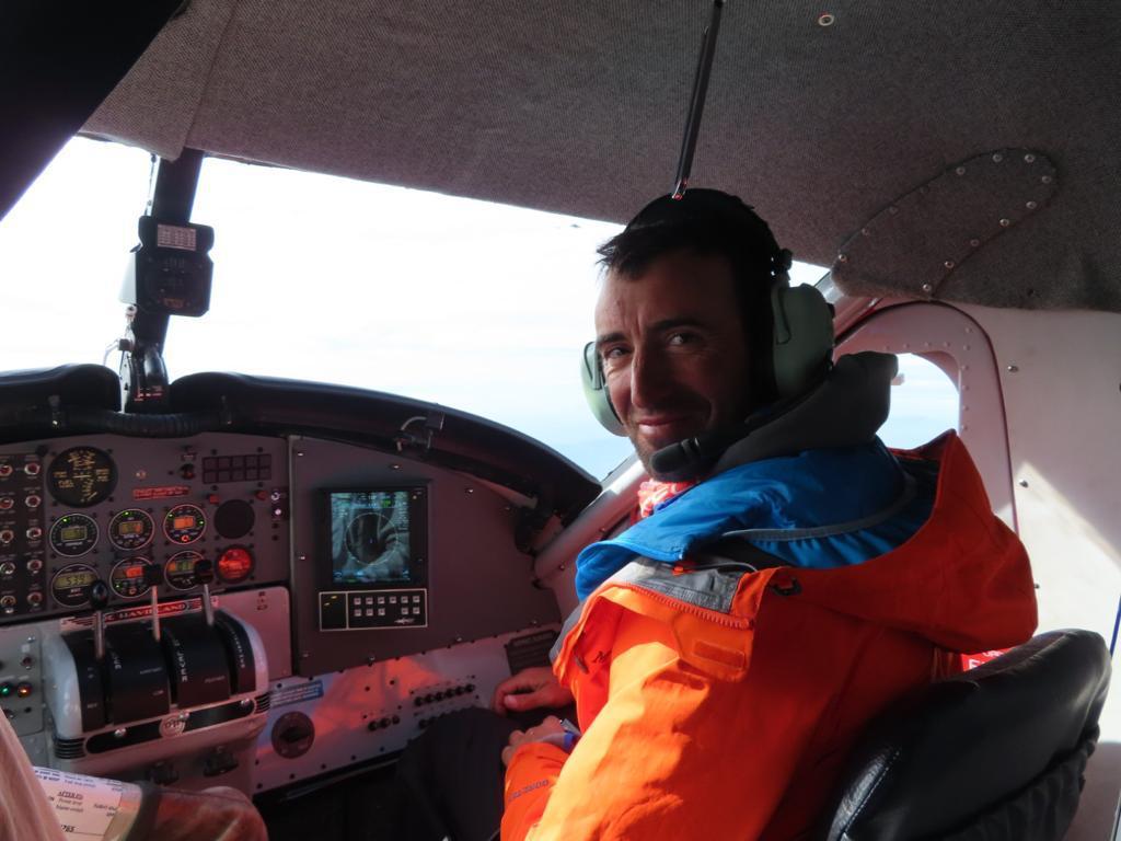En el primer día de expedición, un avión traslada al grupo hasta el glaciar Kahiltna.