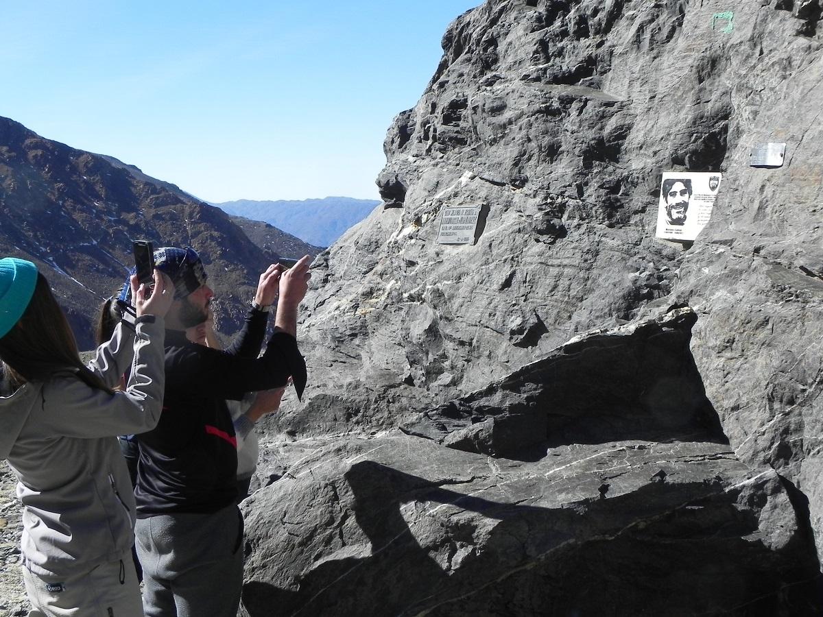 En el Día del Montañés, los montañistas se dieron cita en Piedra Grande, Vallecitos, para honrar la memoria de Mariano Galván