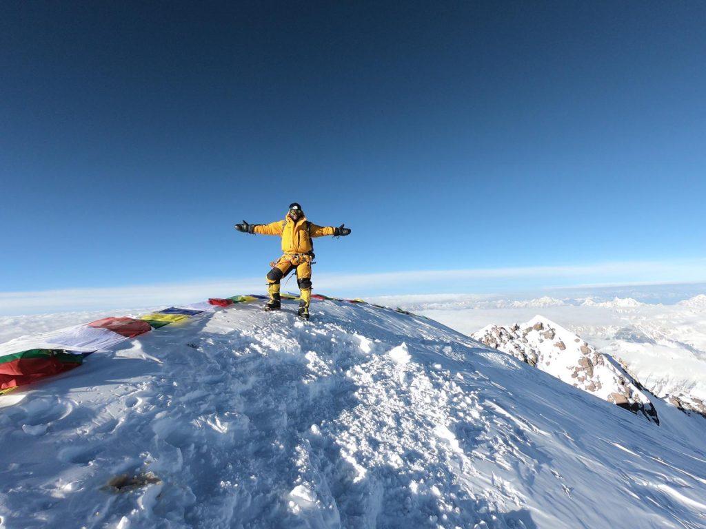 Momento más alto -hasta el momento- en la carrera de Moeses Fiamoncini: cumbre en el K2 sin oxígeno suplementario.