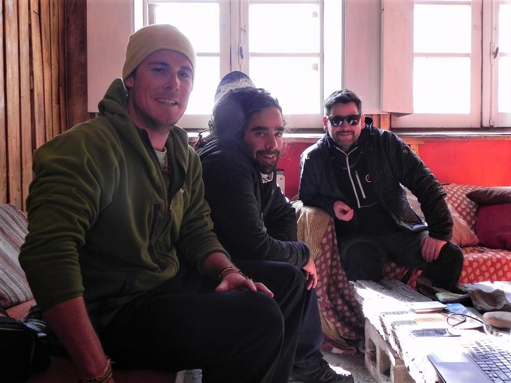 Xavier y Olivier junto a Emiliano Bazet, uno de los dueños de Portezuelo del Viento, sponsor de Milon Favre.
