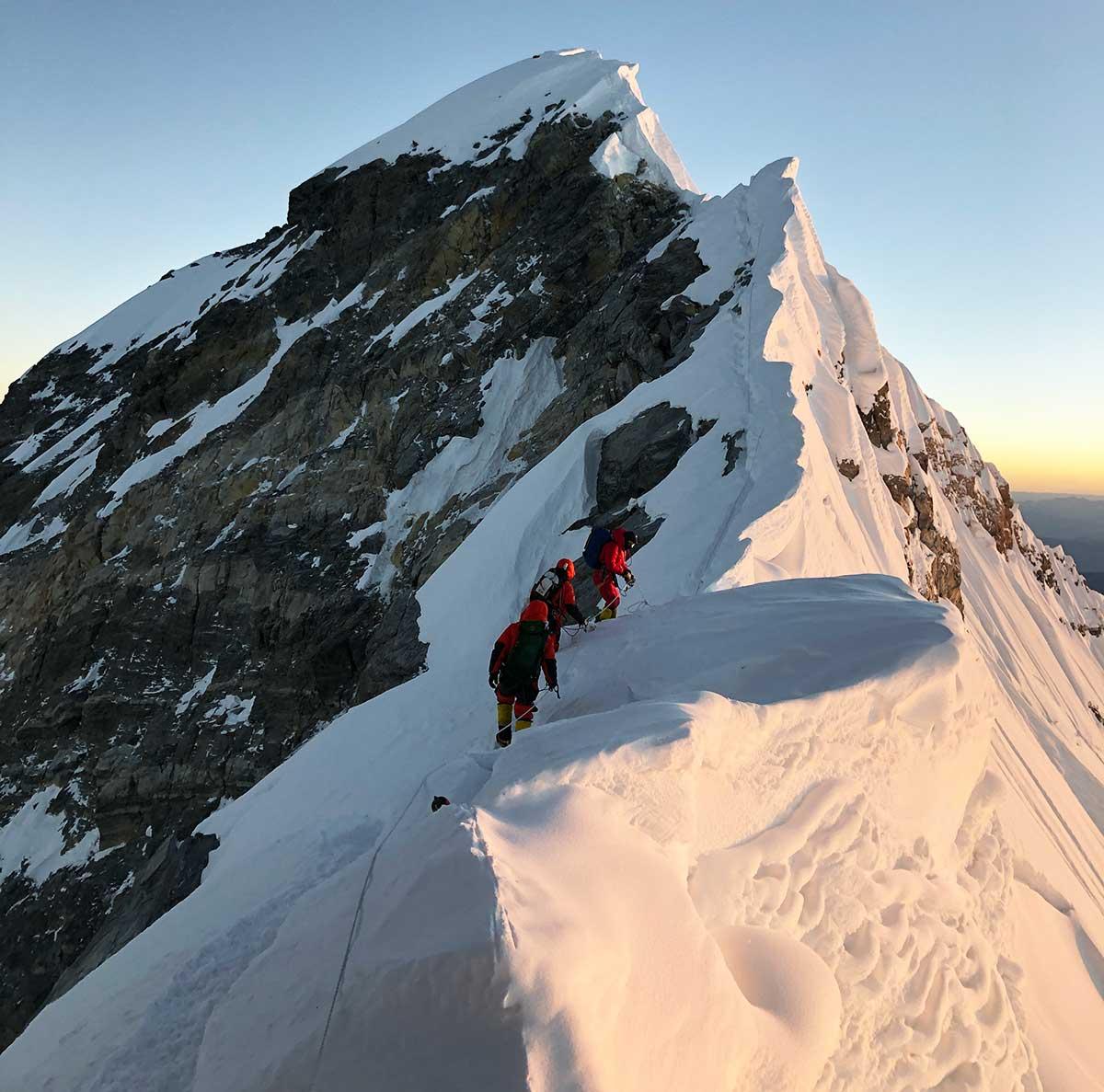 A pocos metros de la cumbre, el sitio desde donde fue tomada la foto polémica. (Ph: Tomás Ceppi)