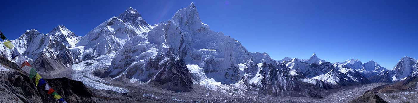 Foto de portada: Desde la cumbre de Laka Patthar, de izquierda a derecha: Changtse, Everest, Lhotse apenas asomado, Nuptse en primer plano. A la derecha, solitario y lejano, Ama Dablan. (PH Markrosenrosen)