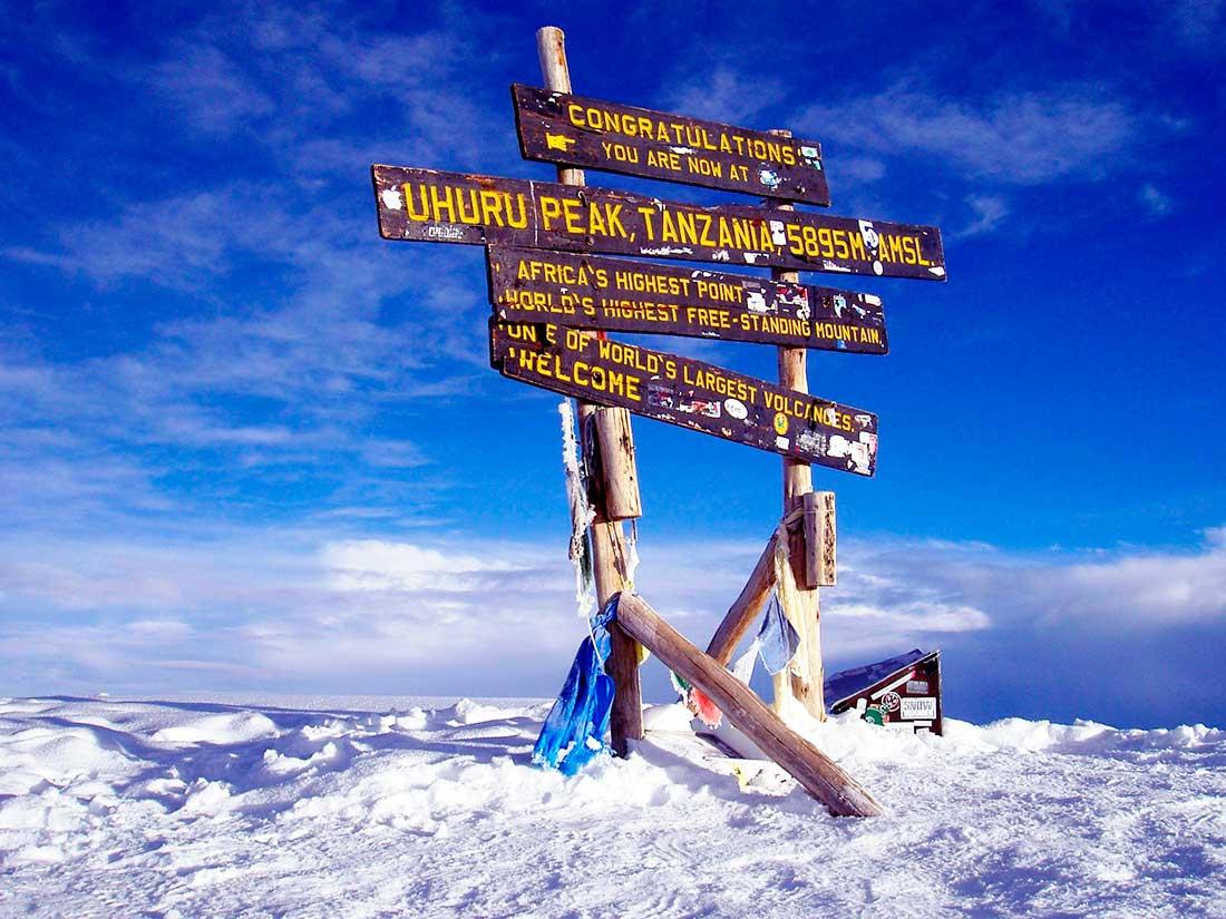 Las nieves del Kilimanjaro. El 100% de sus ascensos son con guías de montañas obligatorio.