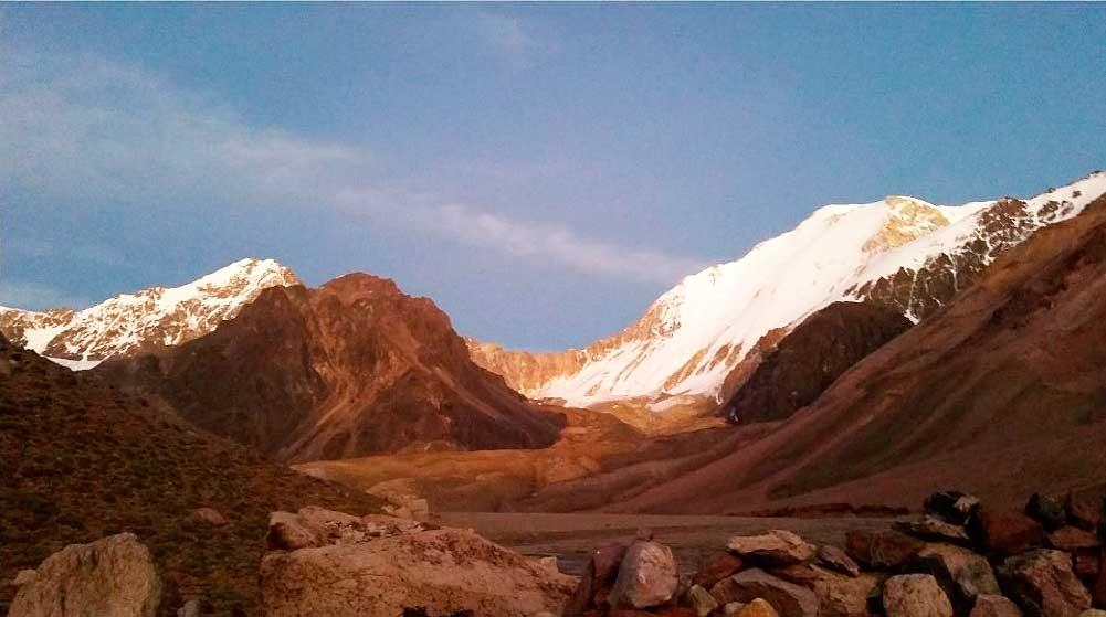 Pared Sur del Mercedario. Vista desde Pirca de Polacos.