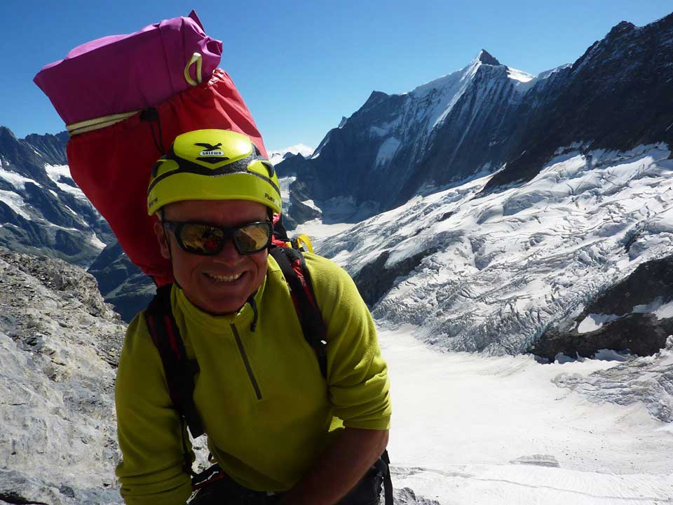 Philippe Genin llegó a la cumbre del Eiger (3.970 m) con su piano de 4,2 kgs en la mochila.