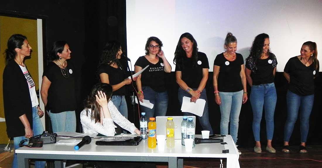 Mujeres en la Cumbre, organizadoras del evento, junto a la invitada Laly Ulehla.