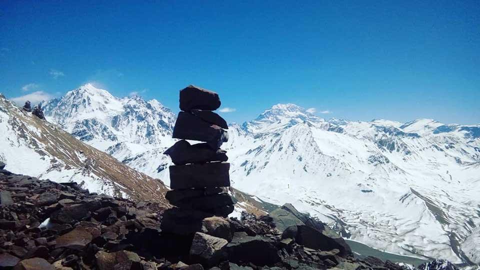 Cerros Gemelos y Aconcagua vistos desde el paso al campo 3, La Cancha, con una hermosa nevada de octubre. (Ph Ezequiel Dassie)