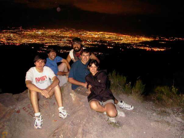 Cumbre en el Arco la noche de luna llena. Al descenso espera asado en Puerta de la Quebrada.