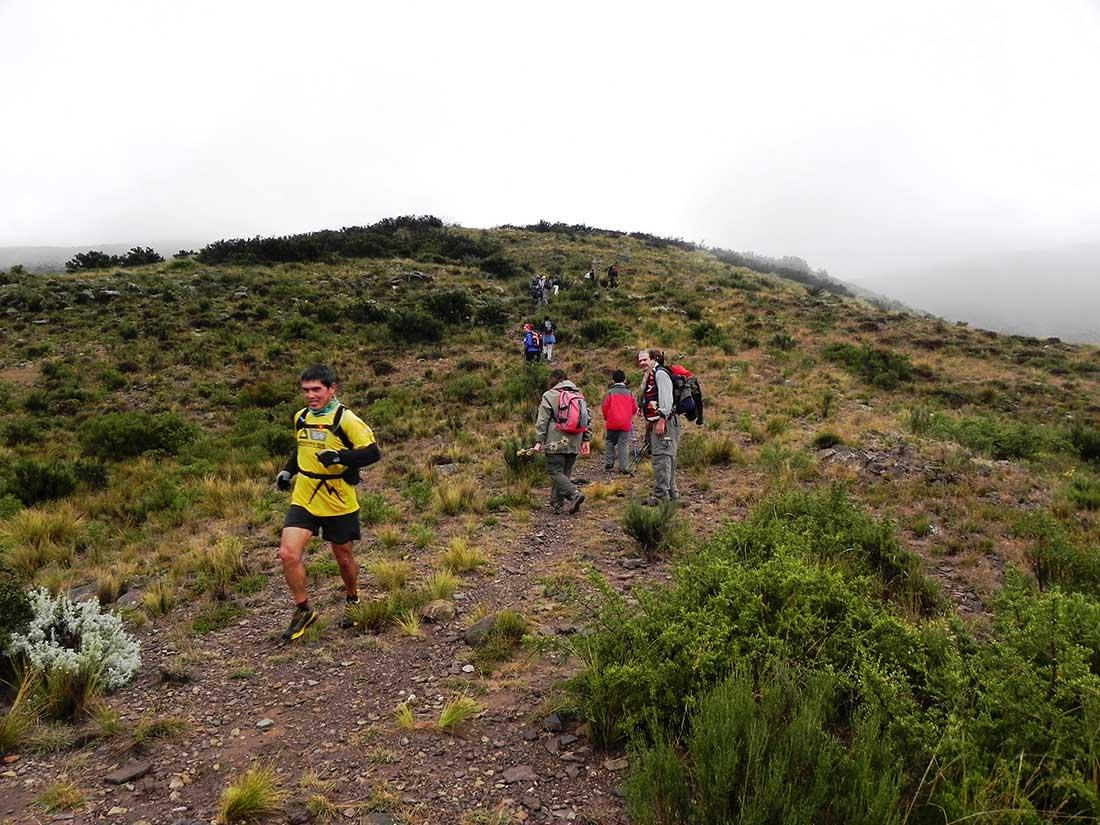 Andinistas que suben, runners que bajan. Convivencia deportiva en los circuitos de Puerta de la Quebrada.