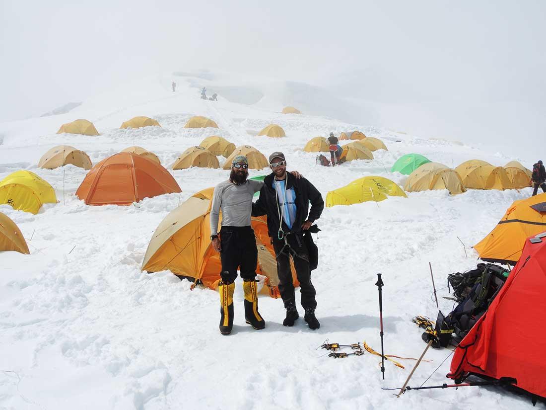 Matías y Ulises en el campo base de Manaslu (8.163 m).