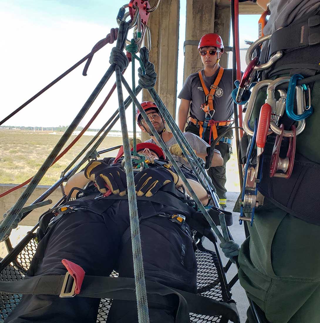 Vertical Training dicta interesantes cursos de rescate industrial.