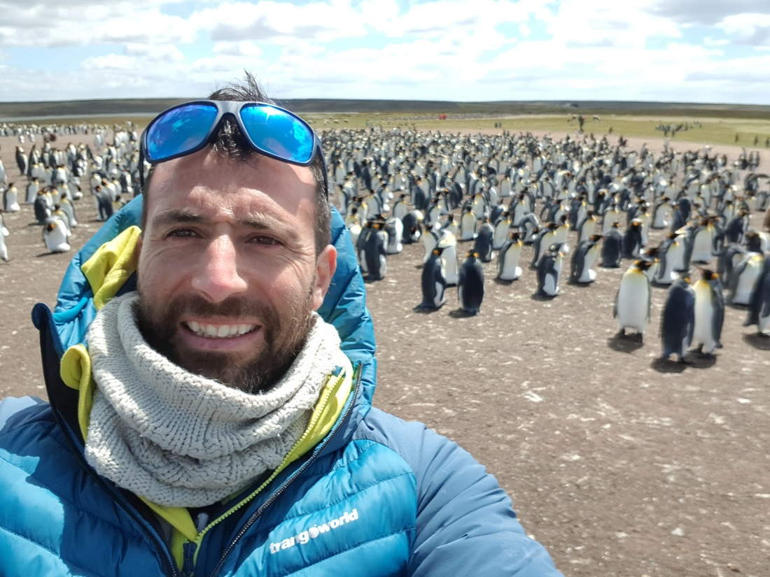 Alex Txikón, actualmente en Antártida fotografiando pingüinos, se encontrará en enero con Jonatan García para intentar el Everest invernal.