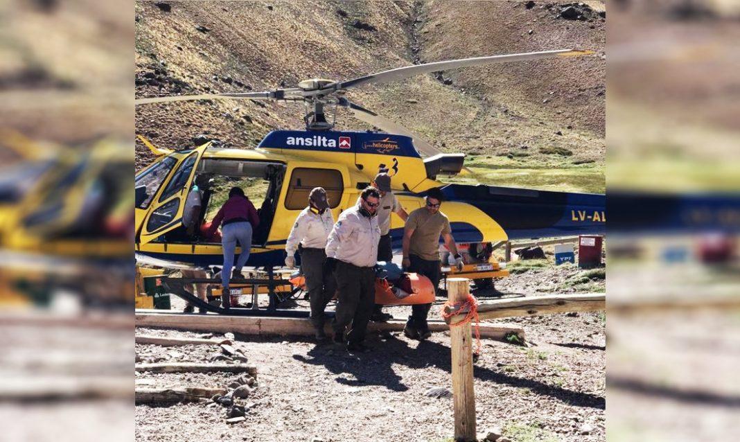 Evacuación en Aconcagua. Ph Prensa Gobierno Mendoza.