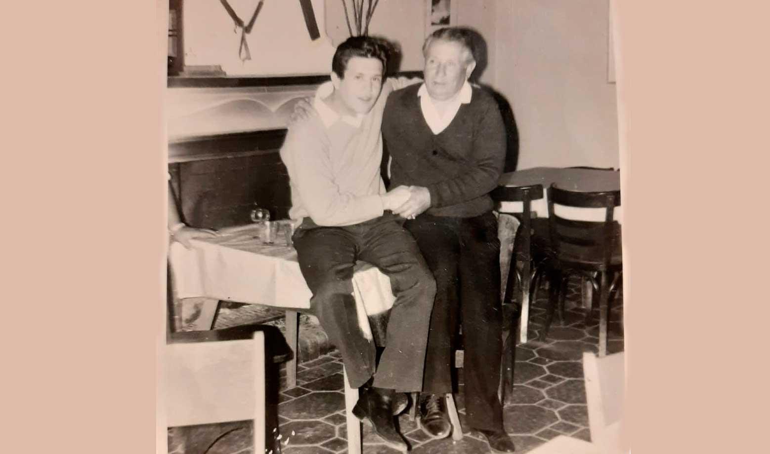 Don Alberto con el cantante popular Leo Dan.