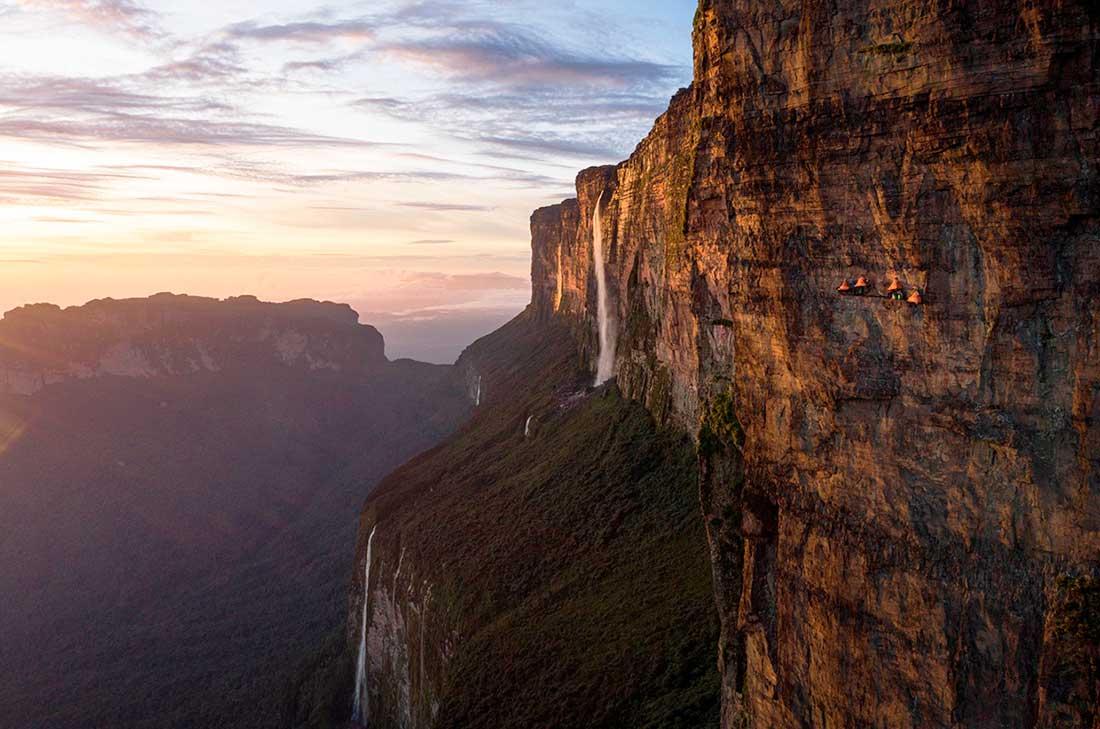 La pared vertical del Roraima tiene algo más de 600 metros. Ph Coldhouse & Berghaus