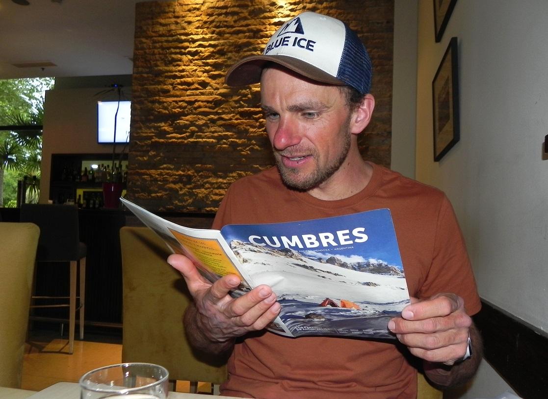 Martin bajó de la cima de Aconcagua y dialogó con Cumbres. Aquí, interesado en el récord femenino de Sunny Stroeer, por la ruta 360°.