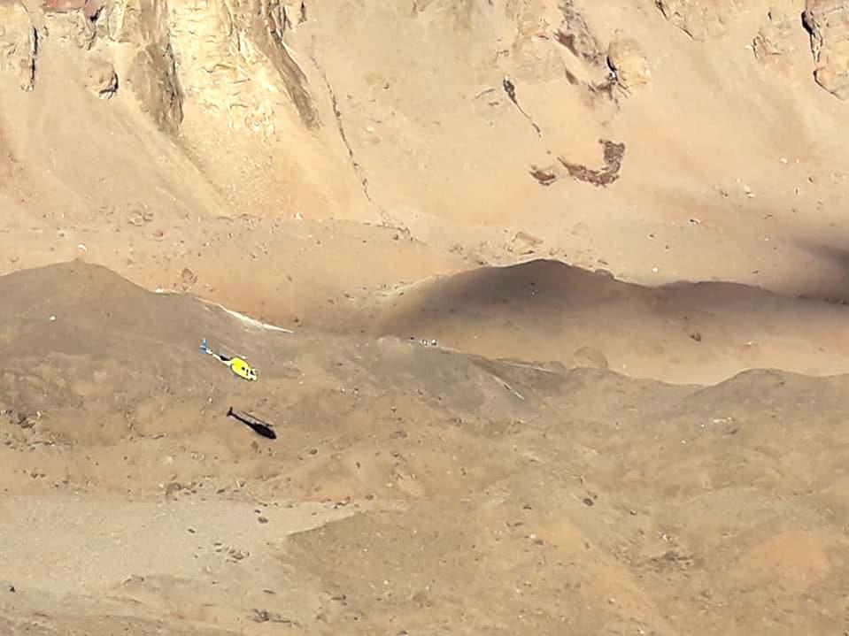 El helicóptero de Aconcagua en pleno vuelo sobre las laderas del Coloso. (Ph Maximiliano Maza)