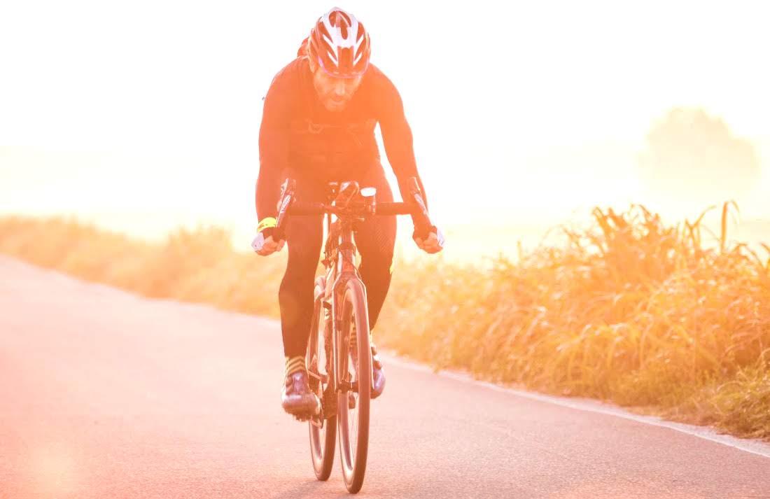 Nico Valsesia y su constante entrenamiento, en este caso en bicicleta.