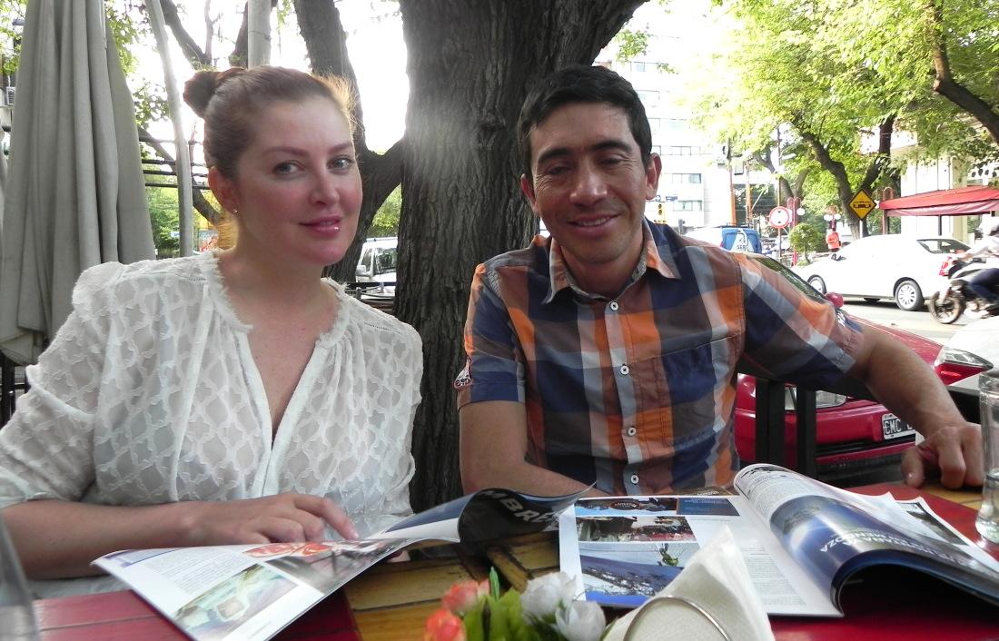 Oswaldo Freire junto a su amiga y compañera de montaña, la uruguaya Vanessa Estol.