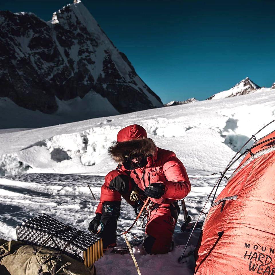El alemán Jost Kobusch va en solitario por su Everest invernal, por la arista Oeste.