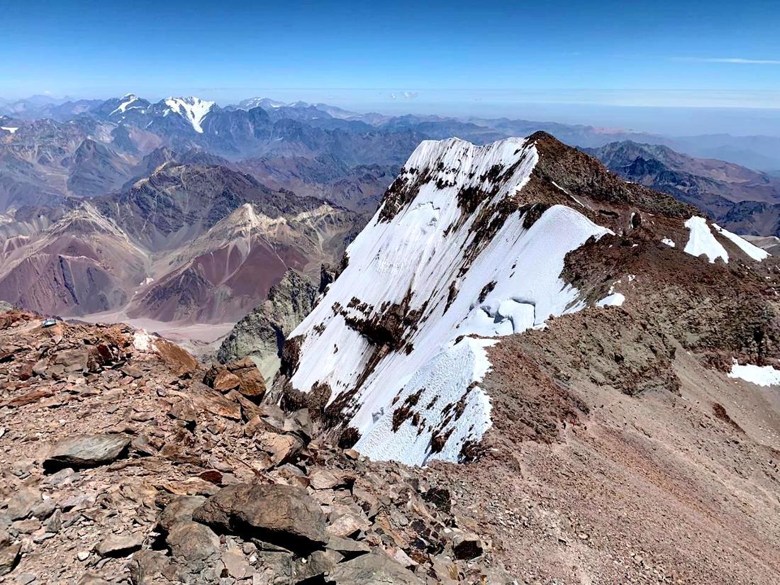 Magnífica toma de la cumbre Sur de Aconcagua lograda por Rafa Jaime y Omar Álvarez.