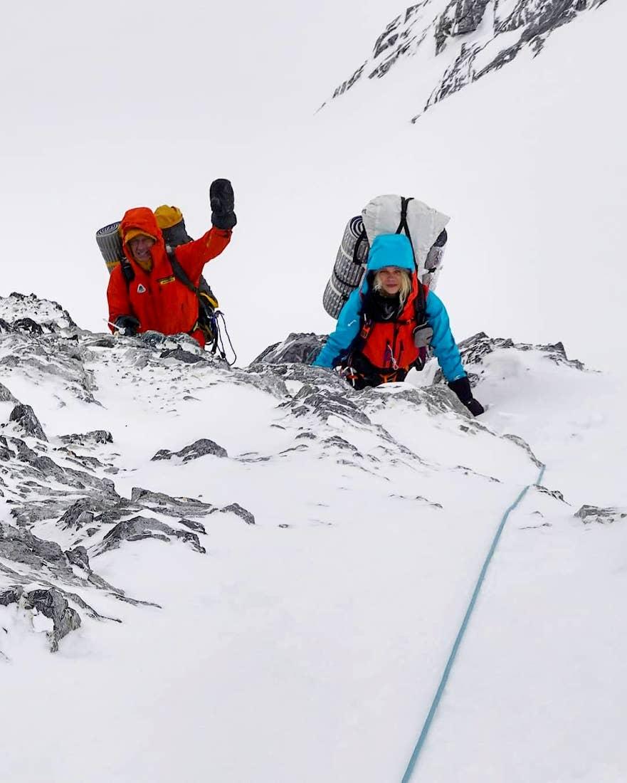 Con la modelo y alpinista Lotta Hinsa en el CB del Broad Peak. Ella y el canadiense Don Bowie desistieron del desafío.