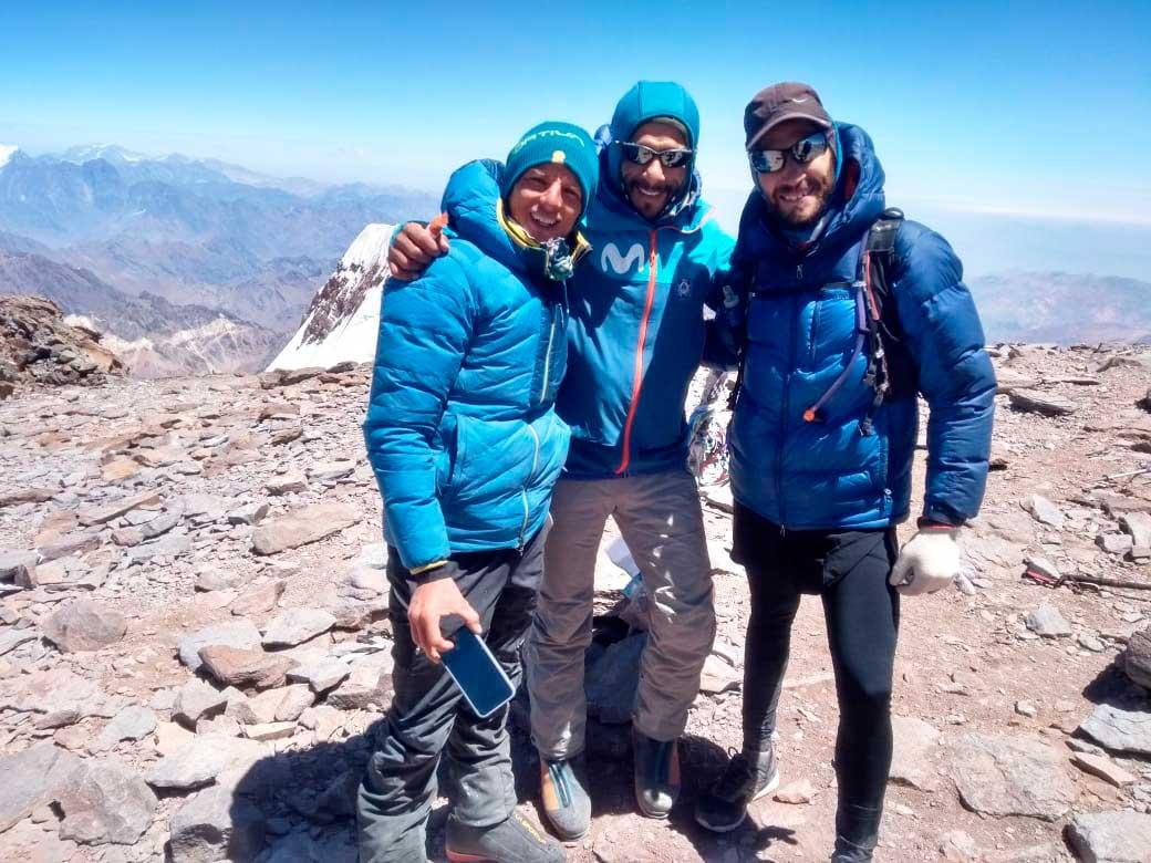 Titanes en la cumbre: Karl Egloff, actual récord por la ruta normal, Nicolás Miranda, ex récord por la 360° y Matías Sergo, el actual recordman.