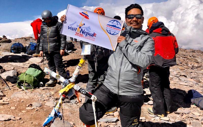 Tashi Lakpa Sherpa en la cumbre de Aconcagua en enero pasado.