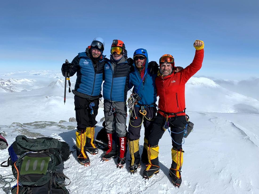 Todos en la cumbre. El grupo completo logró el objetivo.